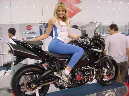 Suzuki girl em pose especial para voce